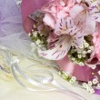 Flowers and wedding rings — Stock Photo