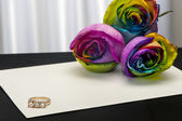 A roses and wedding rings — Stock Photo