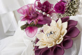 Flower and wedding rings — Stock Photo