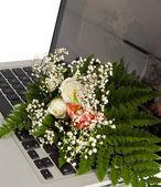 Flowers & Notebook — Stock Photo