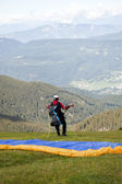 Paraglider flying over the Italian Alps — Foto Stock