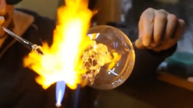 Glassblower at work — Stock Video