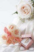 Wedding favors and wedding ring — Stock Photo