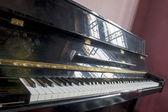 アンティーク ピアノ — ストック写真