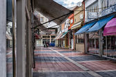 Street of Florina, a popular winter destination in northern Greece, on an overcast autumn day — Stock Photo