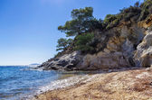 Rocks and sand in a beautiful little beach in Sithonia, Chalkidiki, Greece — Stock Photo