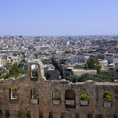 Athens as seen from the Acropolis, on a sunny day, with the odeon of Herodes Atticus at the foreground — Stock Photo