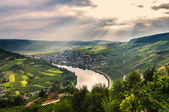 Play of light beams over valley of the Moselle river — Stock Photo