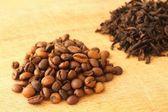 コーヒーの穀物のヒープ — ストック写真