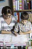 Lärare att hjälpa 2 — Stockfoto