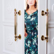 Young womcomes out of door — Stockfoto #29134523