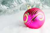 Pink Christmas ball — Stockfoto
