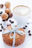 Almond cookies and cappuccino — Stock Photo