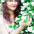 Young woman in a blossoming garden — Stockfoto
