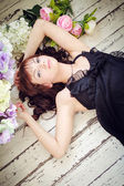 Young woman lying on a floor — Stockfoto