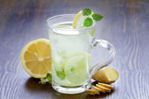 Cup of hot green tea — Stock Photo