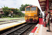 Thai colorful train arriving at station — Foto Stock