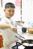 Malí kluci jsou vaření — Stock fotografie