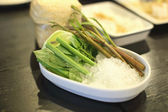 Fresh vegetables soak in the ice — 图库照片