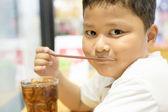 Ritratto di ragazzo asiatico carino da vicino — Foto Stock