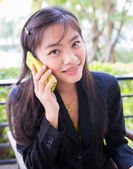 Asian young businesswomen Are using the phone to communicate — 图库照片