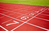 Hipódromo en rojo con número de pista — Foto de Stock