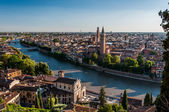 View of city of Verona across Adige river. — Stockfoto