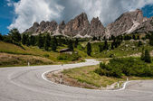 View of the road in the Dolomites near Passo Gardena — Stock Photo