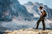Young woman standing on a cliff — Stock Photo