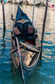 Close view of a gondola on the Grand Canal in Venice. — Stock Photo
