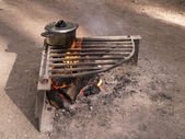 Cook pot over camp fire — Stockfoto