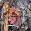 Foto Stock: Steaks grilling