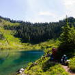 Woman Backpacker at Alpine Lake — Lizenzfreies Foto