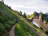 Women Backpacking on Exposed Hillside — Stock Photo
