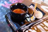 Filiżanka kawy z ciastkami i cukru — Zdjęcie stockowe
