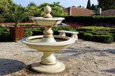Mobiliário de exterior e jardim. fonte. — Foto Stock