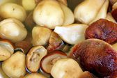 White boletus mushrooms in salt marinade — Stock Photo