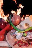 Složení v italském stylu s čerstvým chlebem a zeleninou — Stock fotografie