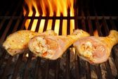 Grilled chicken legs on the flaming grill, XXXL — Stock Photo