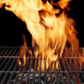 Empty BBQ Grill and Burning Charcoal, XXXL — Stock Photo