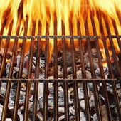 Barbecue Grill, Hot coal and Burning Flames — Stock Photo