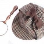 Deerhunter or Sherlock Holmes cap and vintage magnifying glass — Stock Photo #51725855