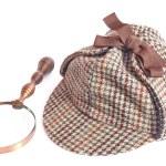 Deerhunter or Sherlock Holmes cap and vintage magnifying glass — Stock Photo #51728013
