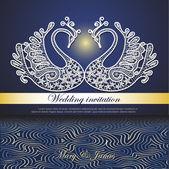Svatební pozvání zdobené krajkou bílé labutě a abstraktní vlny v noci barvách — Stock vektor