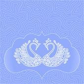 Dvě bílé krajkové labutí v rámu na nebesky modré pozadí abstraktní pro kartu, pozvánka, vstupenka, gratuluji, — Stock vektor