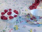 Sour cream with raspberries — Stock Photo