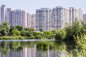 Lake in the big city — Stock Photo