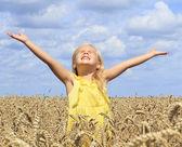 麦畑の少女 — ストック写真