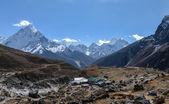 The world's largest glacier Khumbu originating from the highest — Stock Photo