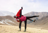Couple in love walking in the mountains — Стоковое фото